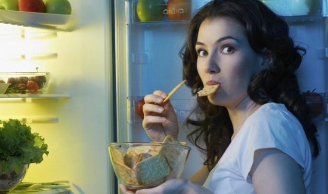 Ăn đêm gây ảnh hưởng đến hệ tiêu hóa của bạn