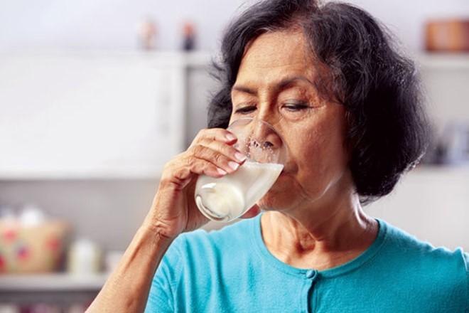 Bệnh đau dạ dày có uống sữa được không?