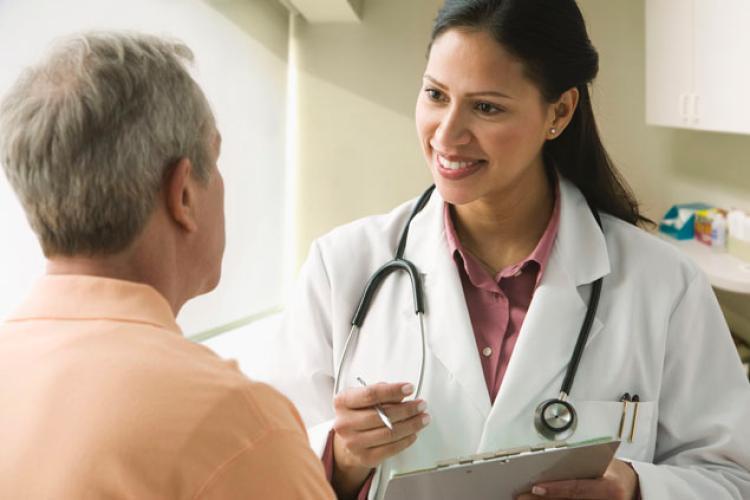 Đến gặp bác sĩ để được thăm khám và tư vấn điều trị