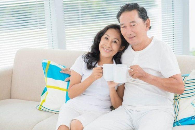 Uống sữa hàng ngày là biện pháp tăng cường sức khỏe người cao tuổi