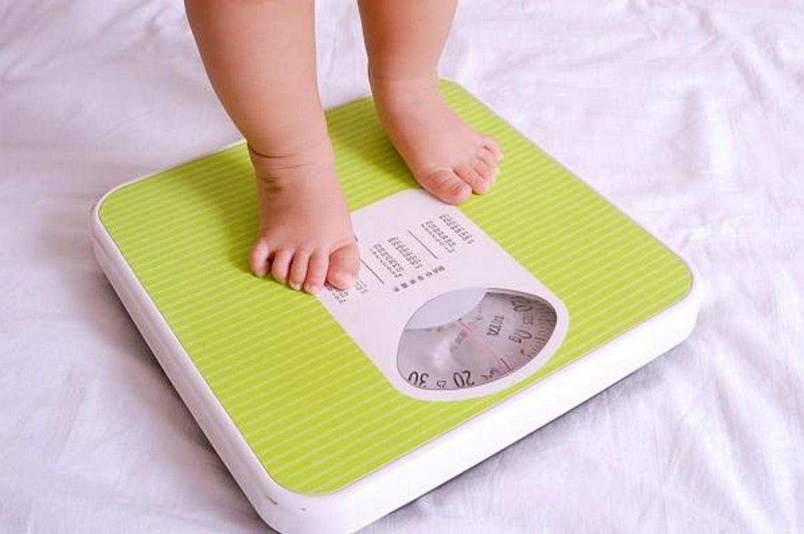 sử dụng sữa khoa học để trẻ tăng cân